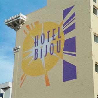 ) Hotel Bijou