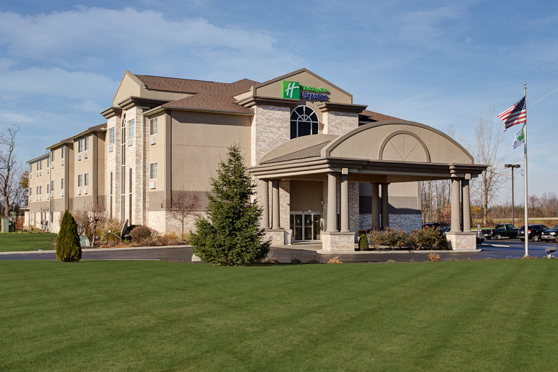 Holiday Inn Express & Suites BUCYRUS