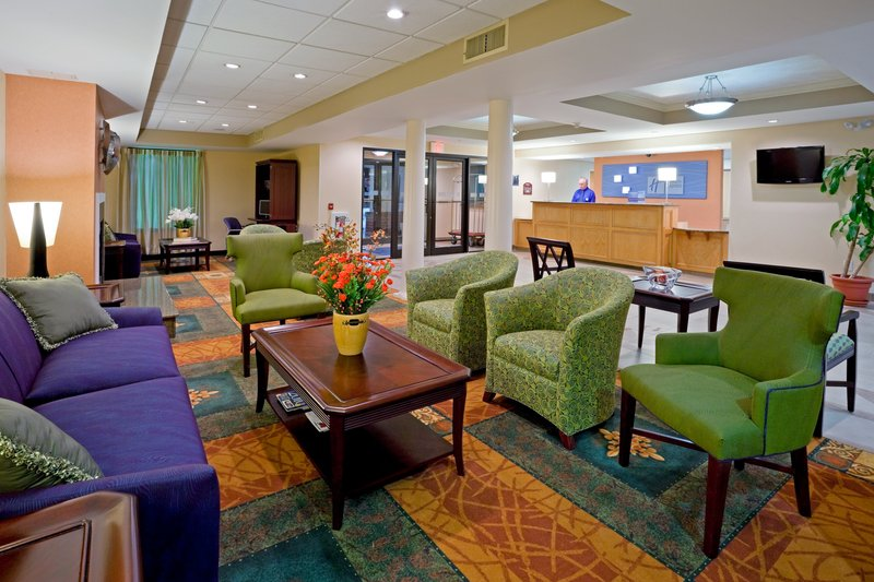 Holiday Inn Express Hotel & Suites Carneys Point