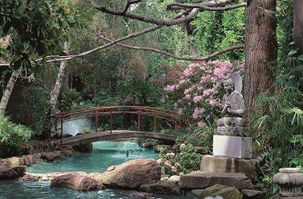 Dinahs Garden Hotel