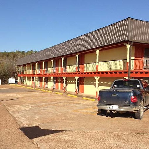 Sportsman Inn And Suites