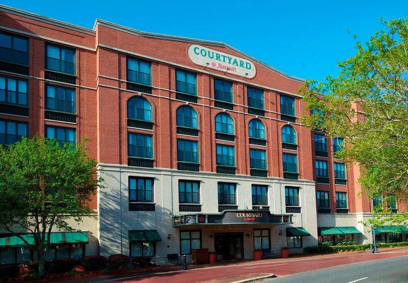 Courtyard by Marriott Savannah Downtown / Historic District