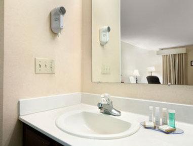 Baymont Inn & Suites Grenada MS
