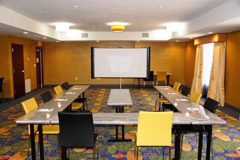 Holiday Inn Express & Suites ST LOUIS AIRPORT