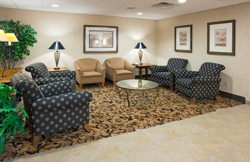 Holiday Inn Express Milwaukee North Brown Deer / Mequon