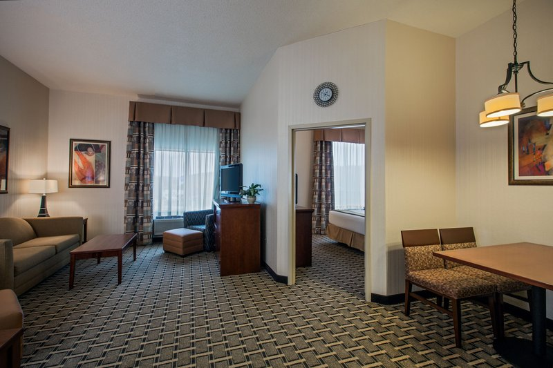 Holiday Inn Express Meadville (I 79 Exit 147a)