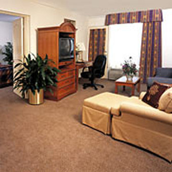 Clearwater Grand Hotel And Suites