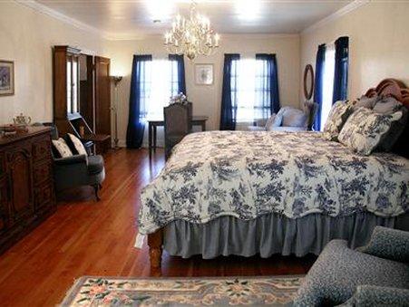 R R Thompson House Bed & Breakfast