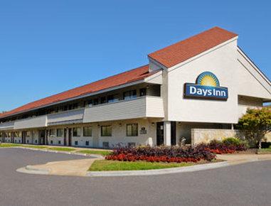 Days Inn by Wyndham Overland Park / Metcalf / Convention Center