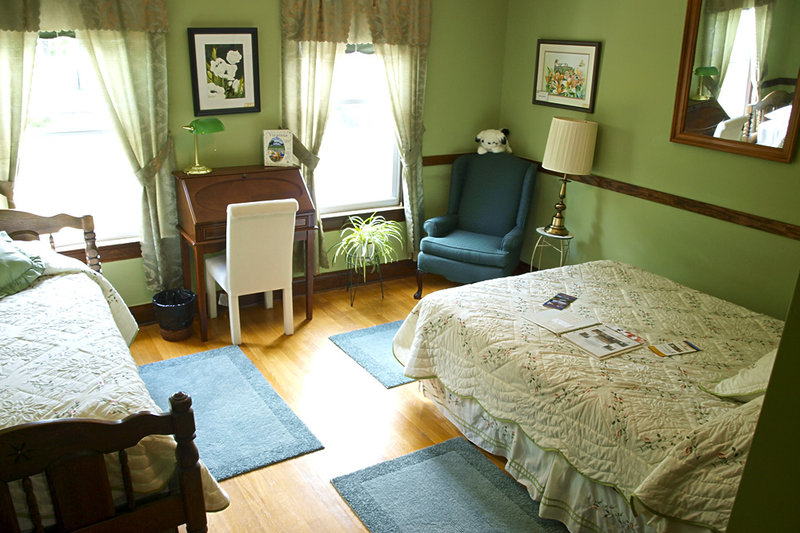 The Stonewall Jackson Inn Bed