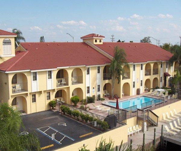 Casa Loma Waterfront Motel