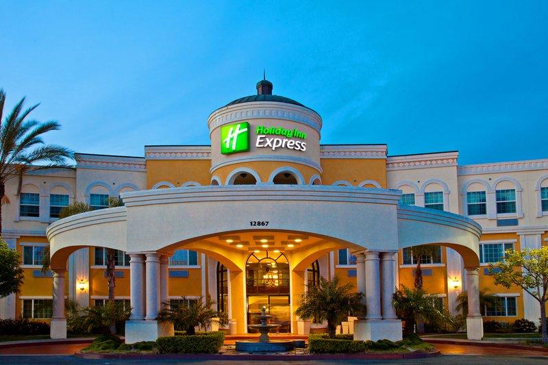 Holiday Inn Express & Suites Garden Grove Anaheim South