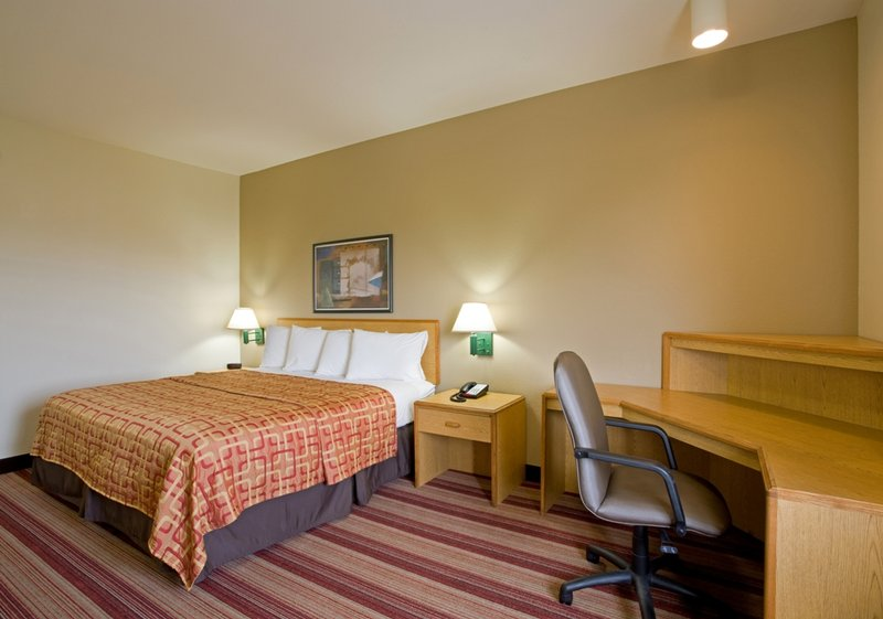 Red Roof Inn PLUS+ Tempe Phoenix Airport