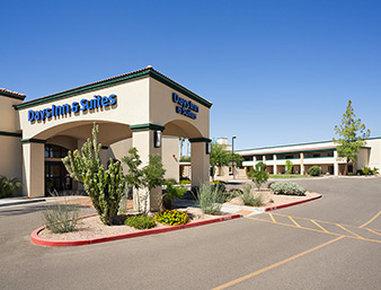 Days Inn & Suites by Wyndham Scottsdale North