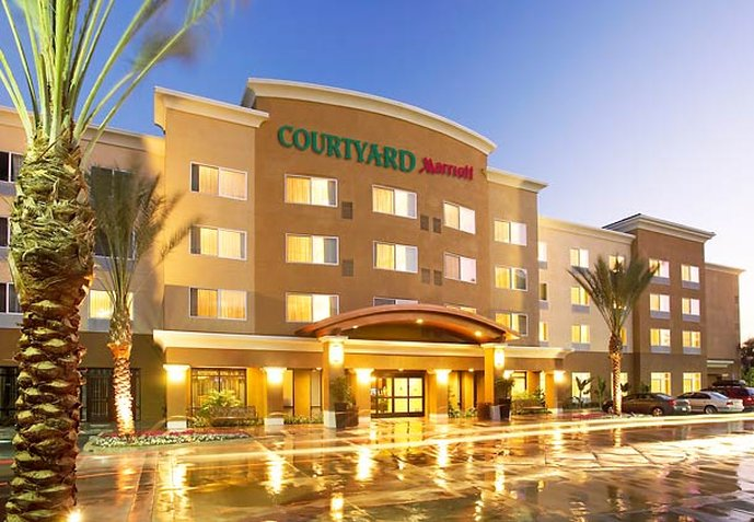 Courtyard Anaheim Resort / Convention Center