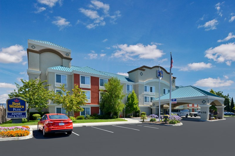 BEST WESTERN PLUS Airport Inn & Suites