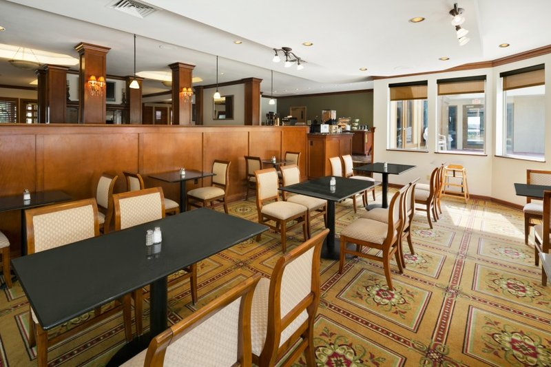 Days Inn & Suites Omaha NE