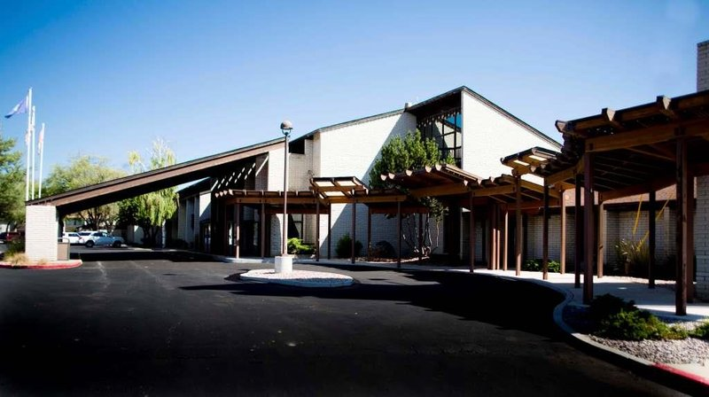 GuestHouse Inn, Suites & Outlaw Conf. Center