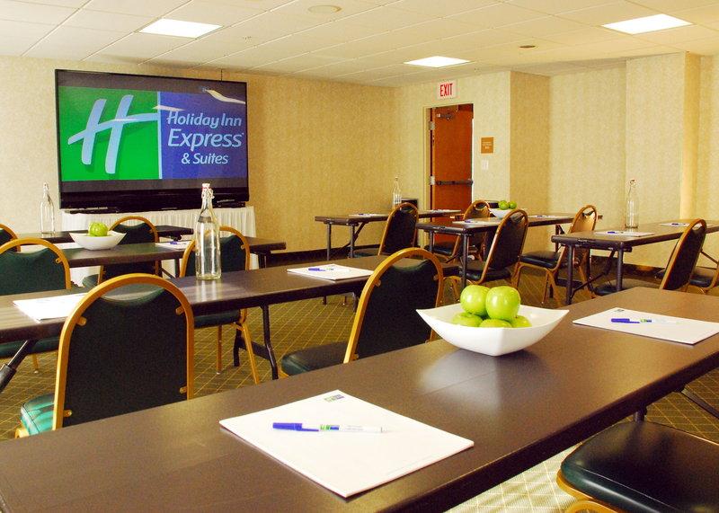 Holiday Inn Express & Suites WARRENTON