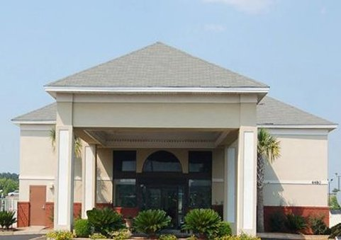 Quality Inn & Suites near Maxwell Gunter Air Force Base