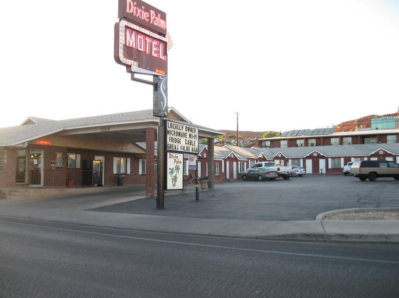 Dixie Palm Motel
