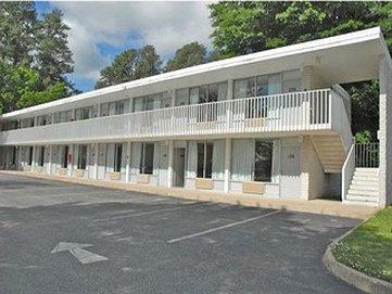 Quarterpath Inn   Suites