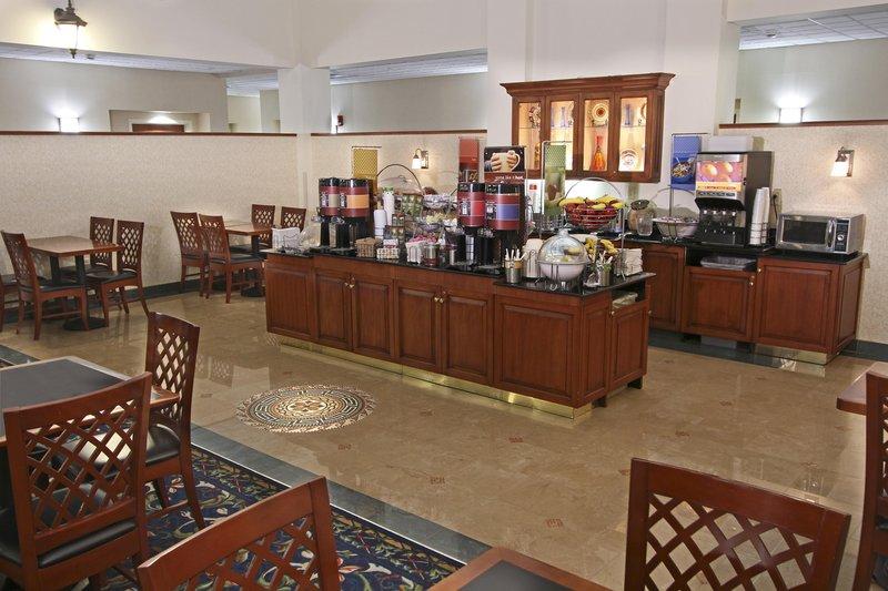 Hampton Inn - Suites Rockville Centre