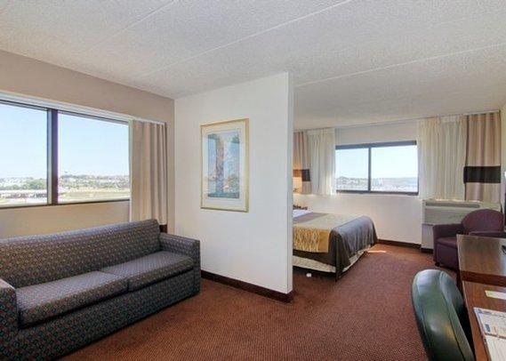 Comfort Inn & Suites Madison - Airport