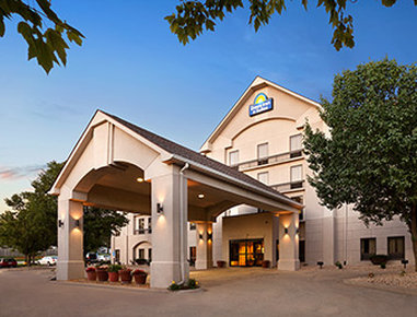 Days Inn & Suites Cedar Rapids